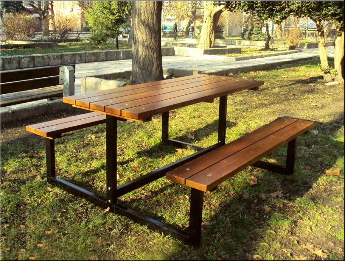 Table with benches 27