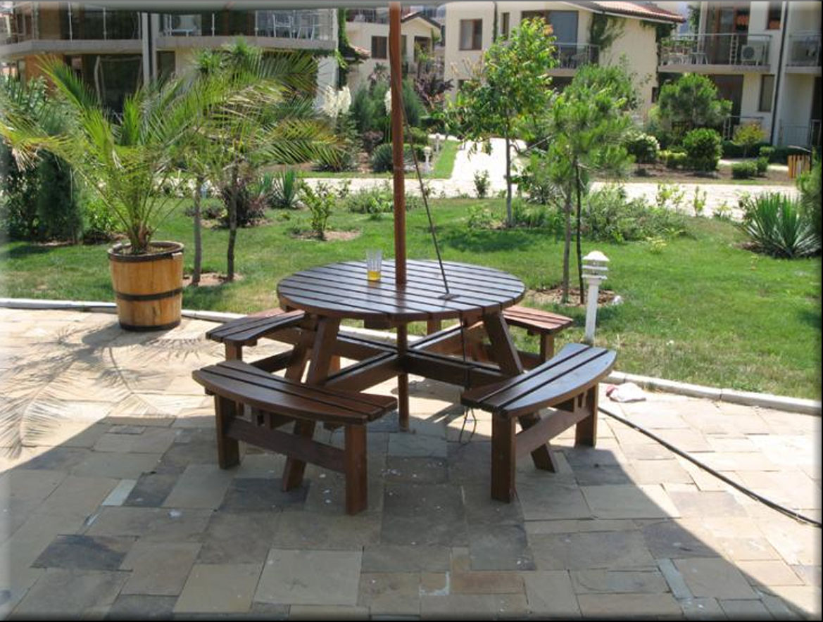 Table with benches set Familia